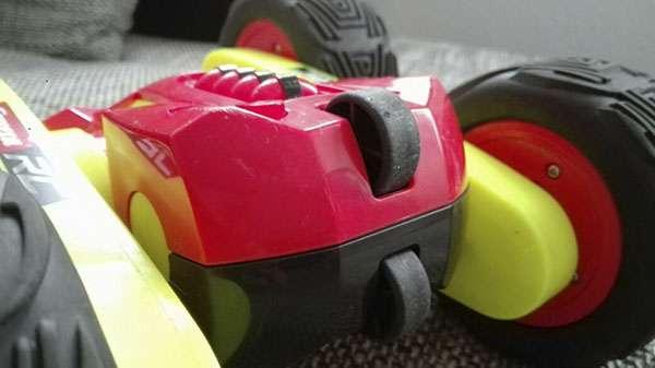 Carrera RC Turnator Glow in the Dark Rollen zum drehen auf dem Boden
